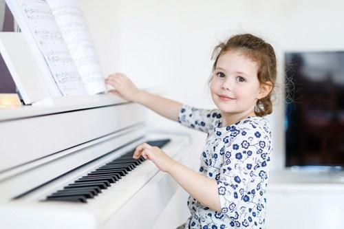 Klavir - digitalni ali akustični