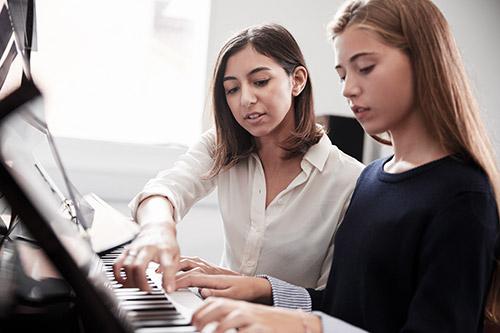 Izboljšanje leve roke pri igranju klavirja
