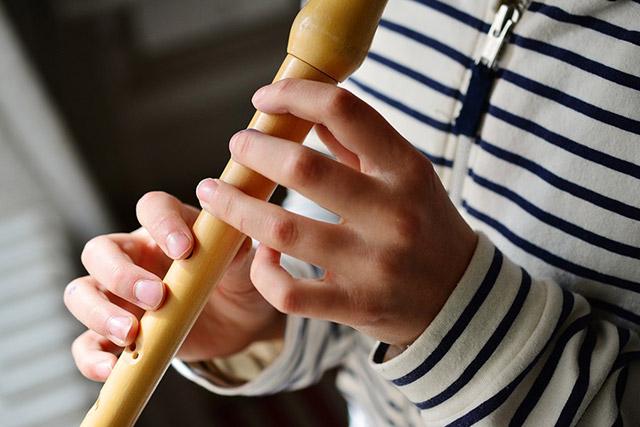 Položaj prstov na kljunasti flavti