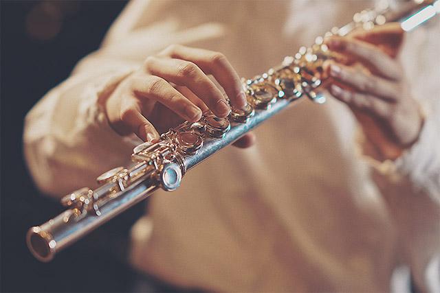 Položaj prstov na prečni flavti