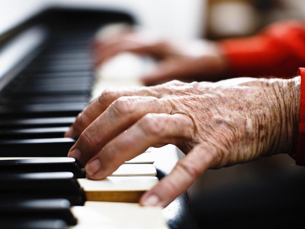 Začetek učenja igranja na klavir v poznejših letih