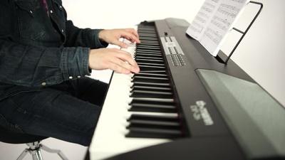 Klavirski set: električni klavir DP-26 Thomann s stojalom, slušalkami in stolom