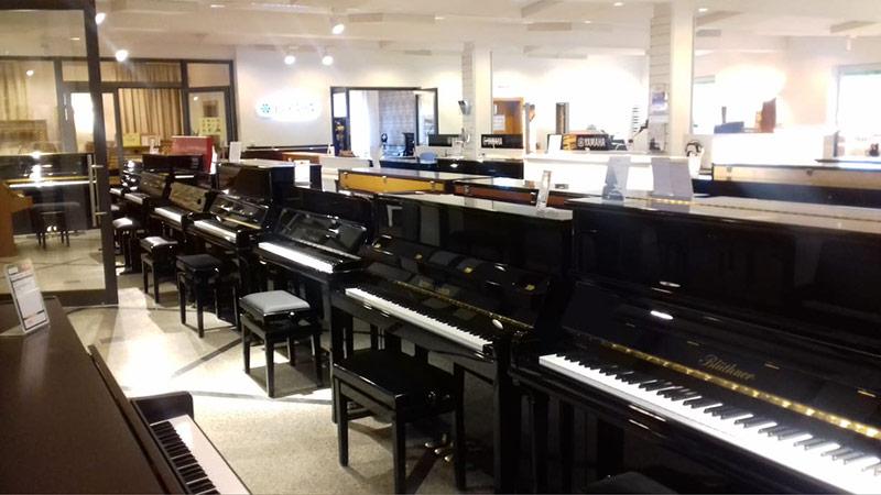 Razstavljeni klavirji
