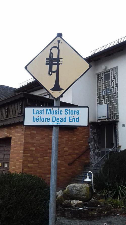 Glasbena trgovina Thomann