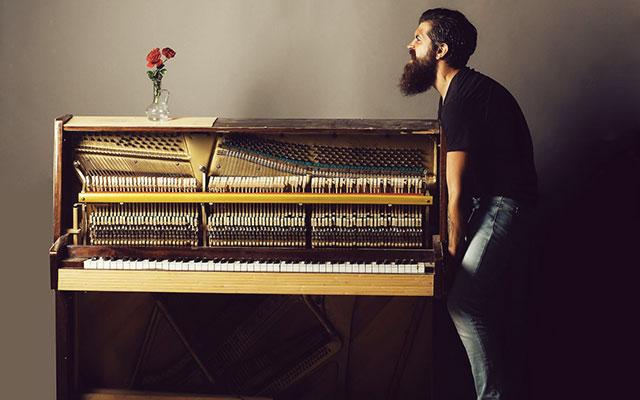 Težaven transport klavirja