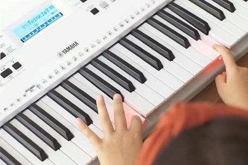 Električna klaviatura Yamaha EZ-300