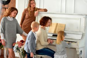 Najboljši način druženja za vso družino in prijatelje: igrajte in pojte!