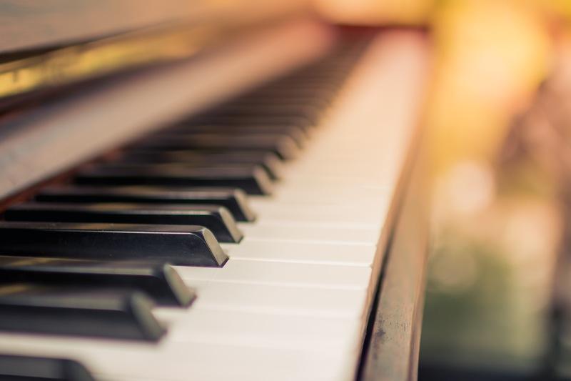 Hladni dnevi ob prijetnih zvokih klavirja, ki vas ogrejejo