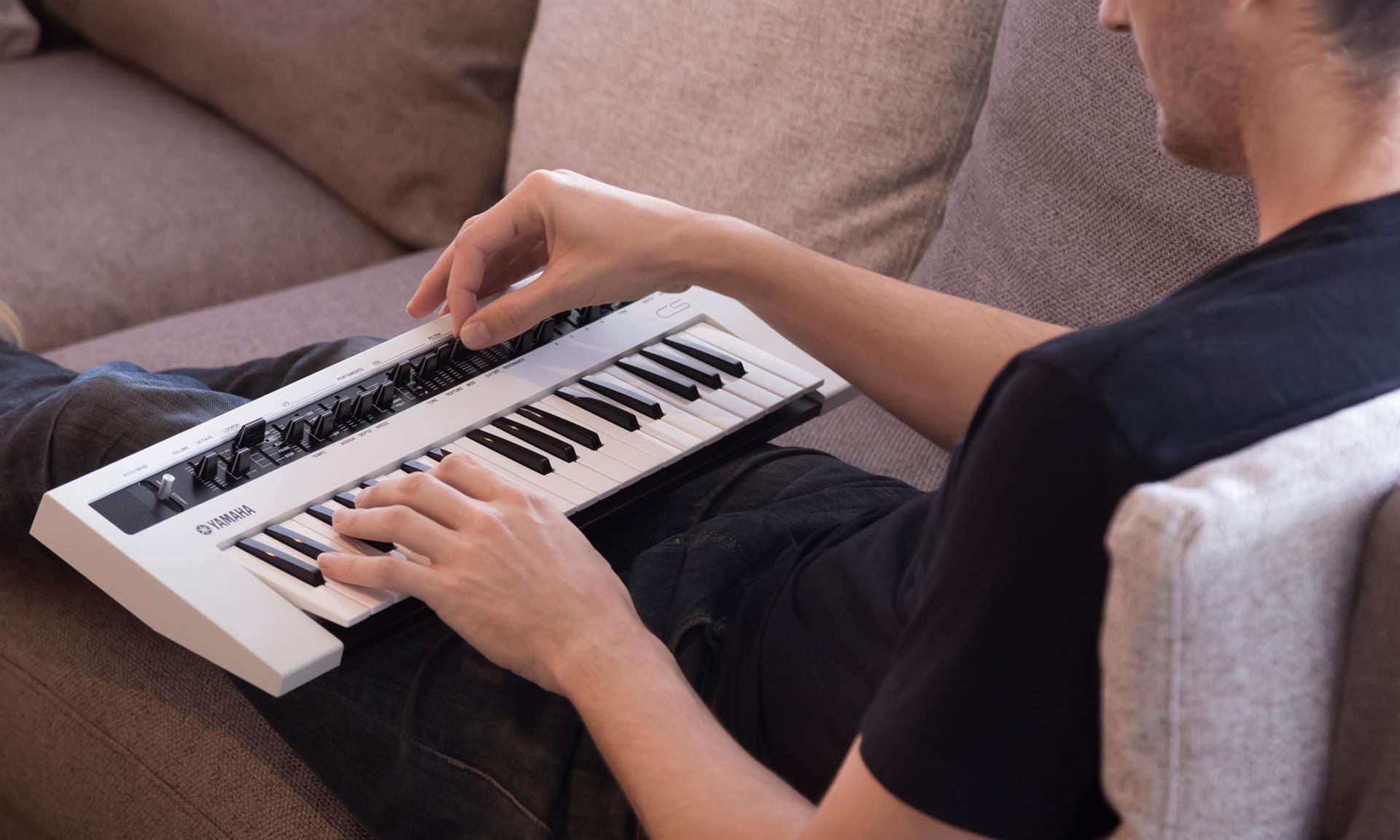 Zaigraj s klaviaturo v naročju